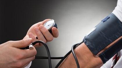 El control anual de la presión arterial sirve para tener la salud controlada (Istock)