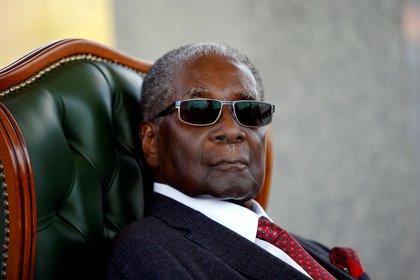 Mugabe durante una conferencia de prensa en julio de2018. (REUTERS/Siphiwe Sibeko/archivo)