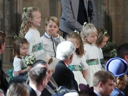 El principe George risueño y divertido durante la ceremonia