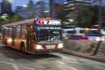 """Ya como ómnibus los """"bondis"""" siguen siendo el transporte más utilizado por los porteños (NA)"""