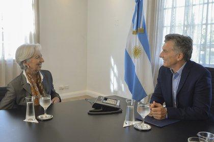 El aumento de la deuda el promediar el gobierno de Macri comenzó a  generar dudas y desde abril de 2018 empezó a subir, pese a haber logrado un acuerdo con el FMI por más de USD 50.000 millones