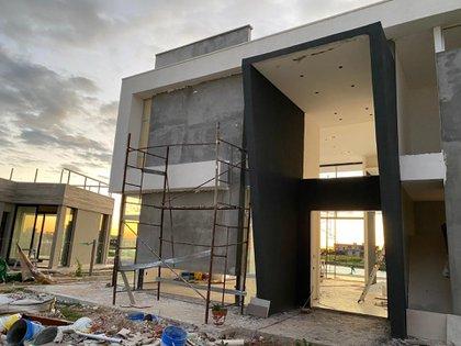A más de dos años de iniciada la obra, la casa de Guido Süller aún continúa en proceso