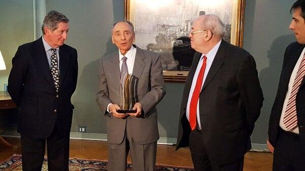 Recientemente, Héctor Magnetto fue galardonado por ADEPA