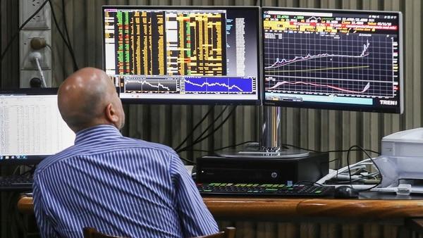 Las acciones del Merval cayeronun 43,5% en dólares, en promedio, entre enero y agosto.