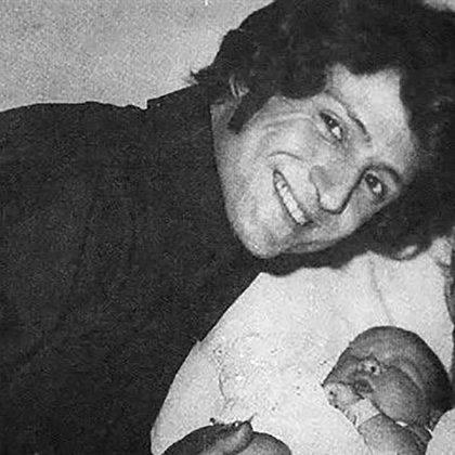 Luisito Rey junto a su hijomayor