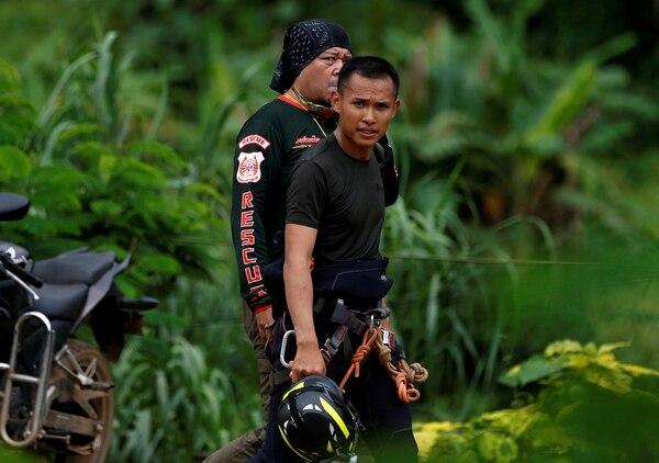 Los equipos de rescate trabajan contrarreloj (Reuters)