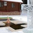 El presidente ruso, Vladimir Putin, se sumerge en aguas heladas durante las celebraciones de la fiesta de la Epifanía cristiana ortodoxa en la región de Moscú, Rusia. 19 de enero de 2021. Sputnik/Mikhail Klimentyev/Kremlin vía REUTERS