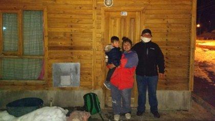 María, junto a su hijito y su patrón en la Estancia La Madrugada