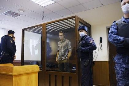 Foto de archivo: El líder de la oposición rusa Alexei Navalny asiste a una audiencia para considerar una apelación en Moscú, Rusia, el 20 de febrero de 2021. REUTERS/Maxim Shemetov