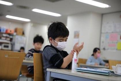 Desde el comienzo del brote, UNICEF ha enviado suministros clave de equipos de protección personal (EPP) a más de 100 países para respaldar su respuesta a la pandemia, incluidos 7.5 millones de máscaras quirúrgicas, 2.8 millones de respiradores N95, casi 10 millones de guantes y más de 830.000 batas (REUTERS)