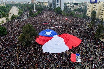 Las protestas multitudinarias se repitieron en octubre y noviembre (AFP)