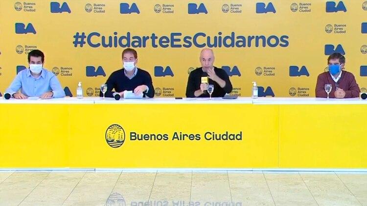 Horacio Rodríguez Larreta y Diego Santilli en el centro de la mesa. A la derecha, el ministro de Salud, Fernán Quirós; a la izquierda, el ministro de Hacienda, Martín Mura