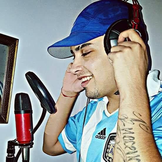 """El rapero """"Callejero Fino"""" tiene 23 años y está con prisión domiciliaria en su casa de Derqui"""