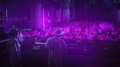 El Agente 47 es multifacético, al punto de poder permitirse un camuflaje como DJ en una disco. El nivel de Berlín es alucinante.