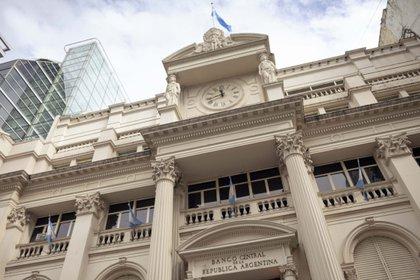 El Banco Central de la Argentina es uno de los pocos que deberá subir la tasa este año, según las expectativas de los analistas. Foto: Erica Canepa/Bloomberg