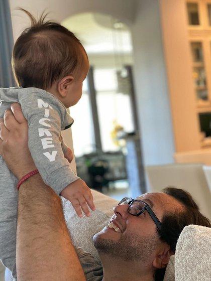 José Ramón López Beltrán es el padre del primer nieto de AMLO (Foto: Instagram @CarolynAdams)