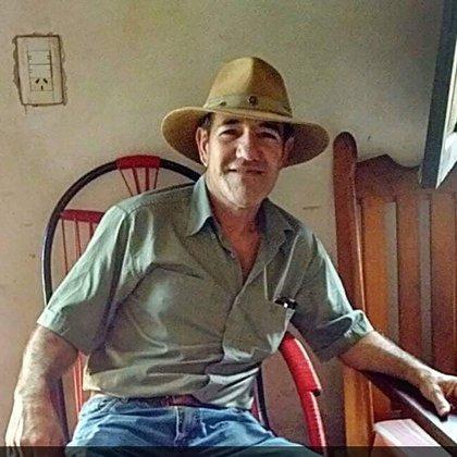 El presunto femicida, Carlos Medina, fue encontrado con un tiro en la cabeza en la puerta de la casa de Mirna