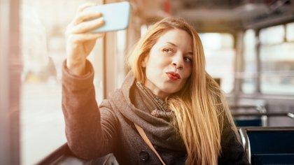 Los adultos narcisistas buscan aprobación constante aún en sus hijos (iStock)