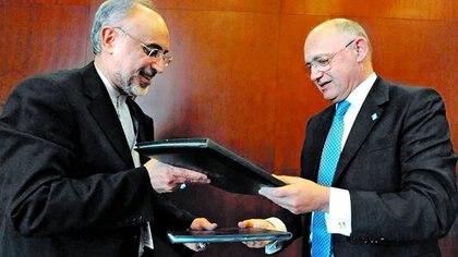 Héctor Timerman y su par de Irán Alí Akbar Salehi (Télam)