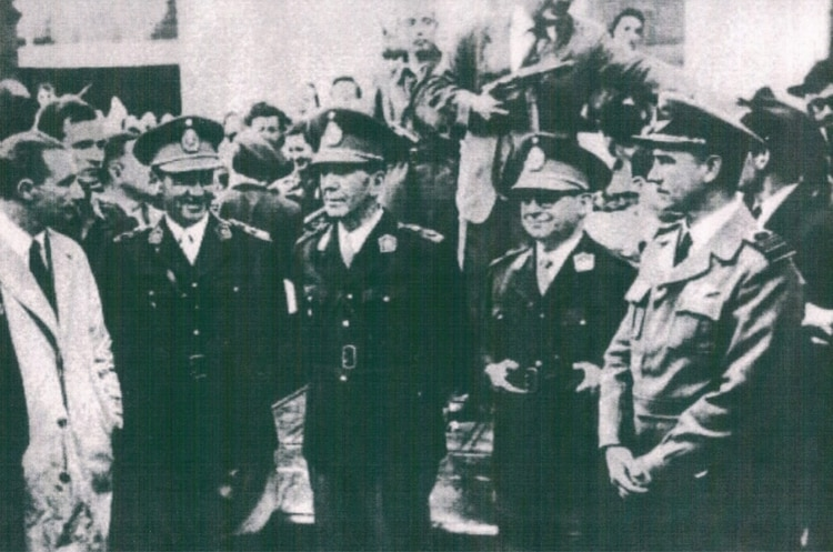 Los generales Lagos, Lonardi y Videla Balaguer tras los combates en Córdoba