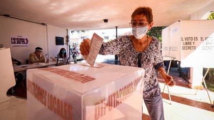 Informó que seguirán perfeccionando los diversos protocolos que se han construido para ponerlos aprueba durante las votaciones y poder así cuidar la salud de los ciudadanos. (Foto: Cuartoscuro)