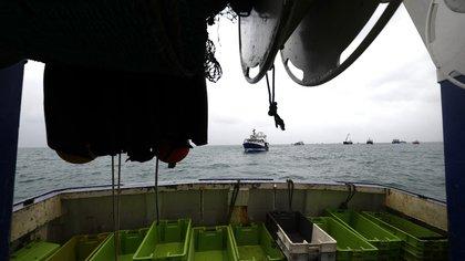 Las fotos de la pequeña Isla de Jersey bloqueada por pescadores que causa un maremoto entre el Reino Unido y Francia