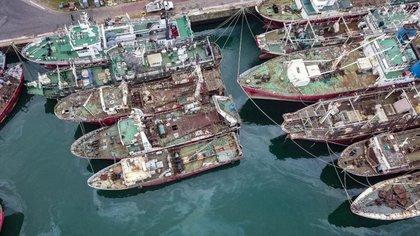 Buques abandonados en el puerto de Mar del Plata