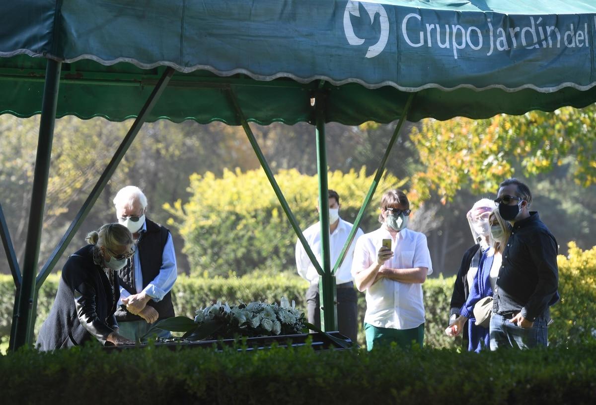 Las fotos del último adiós a Sergio Denis en una ceremonia íntima - Infobae