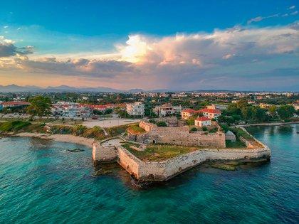 Preveza, Grecia, que se encuentra entre el Golfo Ambraciano y el Mar Jónico, alberga un conocido puerto de yates (Shutterstock)