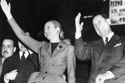 Se denunció a Cipriano Reyes como la cabeza de un plan para asesinar a Perón y a Evita.