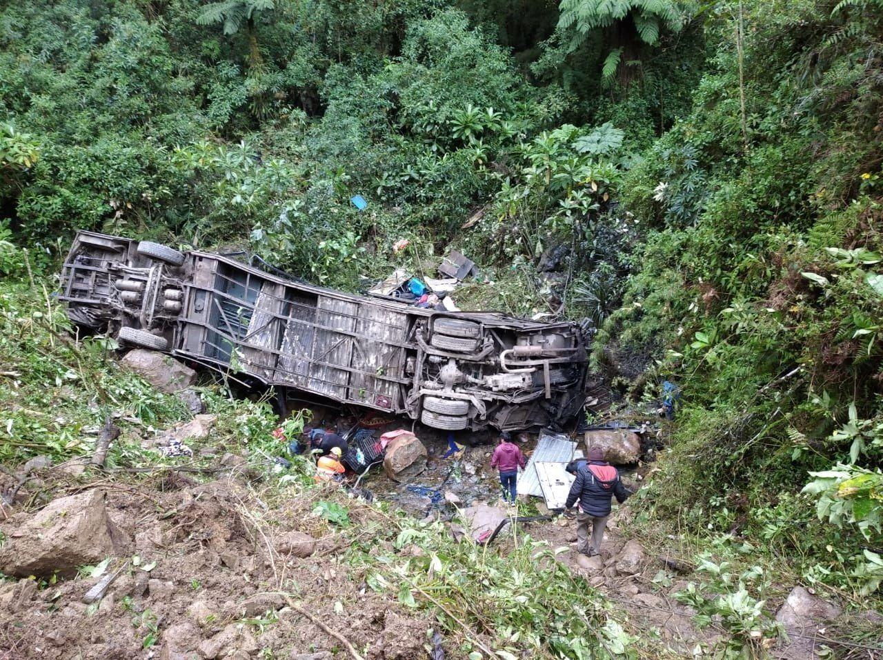 Así quedó el ómnibus en el que murieron 21 personas (EFE)
