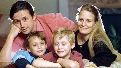 Kieran y Macaulay Culkin con sus padres (Shutterstock)