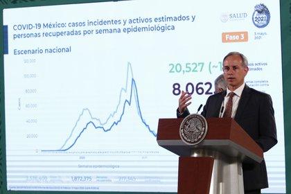 El subsecretario de Prevención y Promoción de la Salud Hugo López-Gatell hable durante una rueda de prensa (Foto: EFE/ José Méndez)