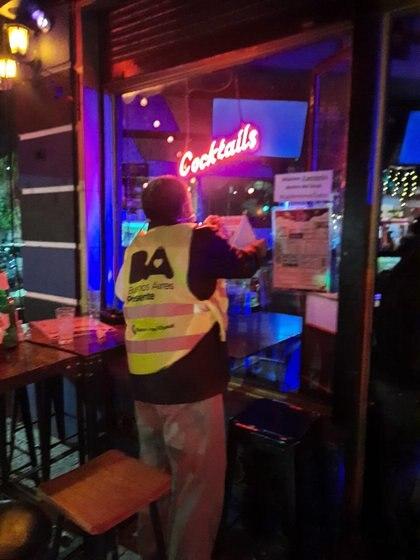 Durante el primer fin de semana de septiembre, clausuraron 12 locales gastronómicos porteños por no cumplir con las normas de flexibilización vigentes. Hubo rigurosos controles en Palermo, Liniers, Agronomía, Constitución y Caballito.