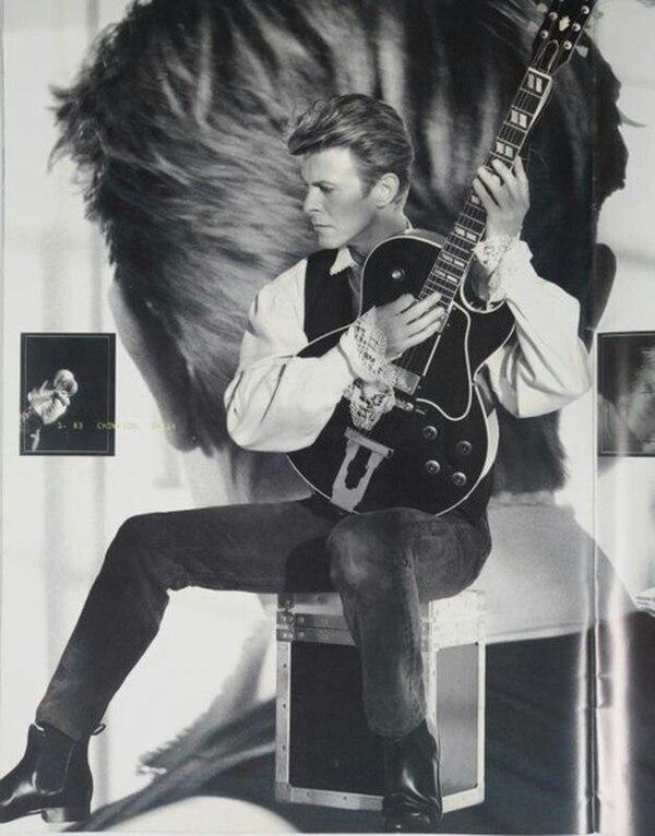Bowie y su Gibson L4