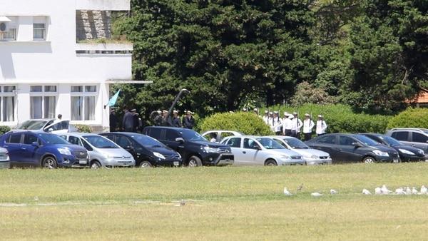 El momento en el que el ministro ingresaba a la Base Naval de Mar del Plata (Christian Heit)