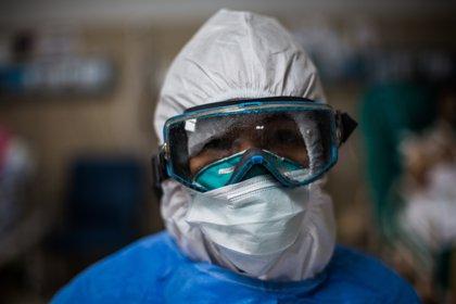 ¿Deben vacunarse las personas que tuvieron reinfección por COVID-19? ¿Es efectiva la inoculación en estos casos? (EFE/ Sergi Rugrand/Archivo)