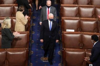 Mike Pence durante la sesión especial en el Senado. Foto: REUTERS/Jonathan Ernst