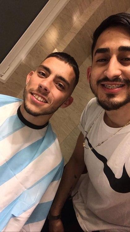 En la barbería Il Figaro. En sus cuentas de instagram @shailfigaro y @shail.figaro muestra sus trabajos