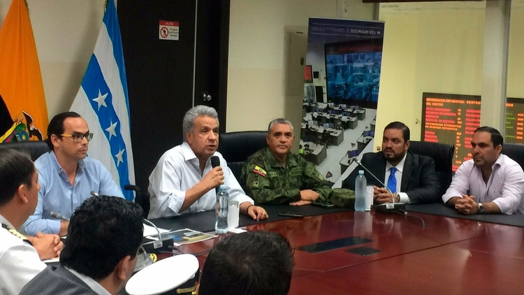 El presidente Lenín Moreno junto a sus asesores