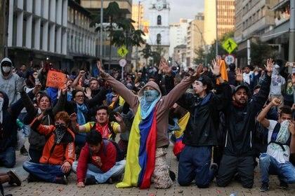 Manifestantes en Bogotá (REUTERS/Luisa Gonzalez)
