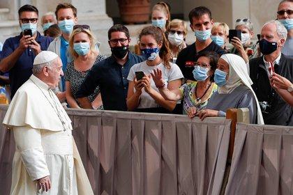 El Papa en una de las primeras audiencias generales con público desde el inicio de la pandemia. REUTERS/Guglielmo Mangiapane