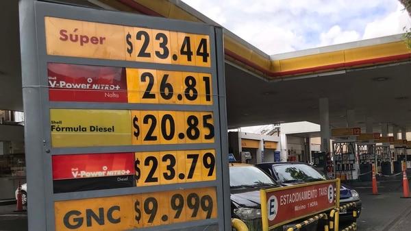 Las carteleras de Shell también actualizaron sus precios (Thomas Khazki)