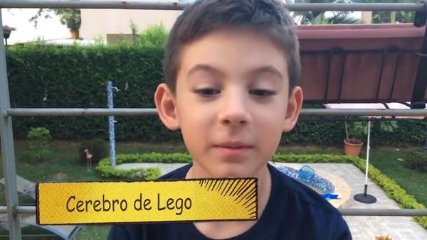 El niño hizo una comparación entre su cerebro y las piezas de Lego