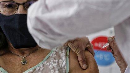 Colombia llegó a los siete millones de dosis aplicadas: panorama epidemiológico del país