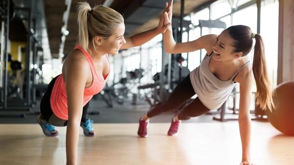 De acuerdo a PURE, 1 de cada 12 muertes podría evitarse si se hiciese los 150 minutos de actividad semanal (iStock)