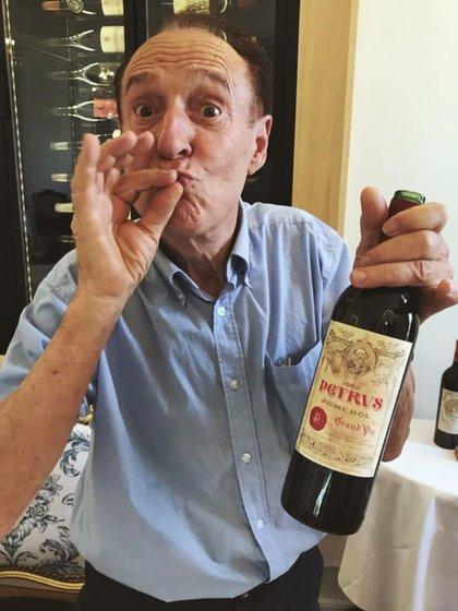 Michel-Jack Chasseuil con una botella de Petrus.Foto: Facebook