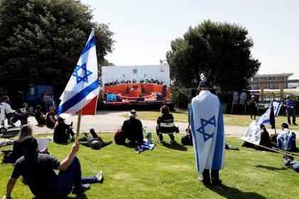 Si para el 17 de mayo las autoridades israelíes no ven un repunte de contagios, se ampliarán las concentraciones de personas al aire libre hasta 50 (REUTERS/Ronen Zvulun)