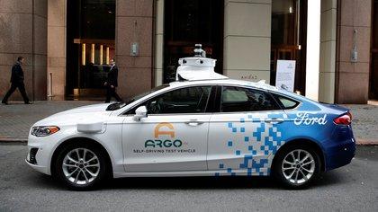 El prototipo de vehículo autónomo Argo AI se ve fuera de una conferencia de prensa Ford - Volkswagen en Nueva York, EE. UU. EFE / Jason Szenes / Archivo