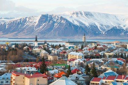 Islandia logró contener el COVID-19 apenas comenzó la pandemia gracias al rastreo de infecciones y contactos: sólo un 1% de la población cayó enferma. (Shutterstock)